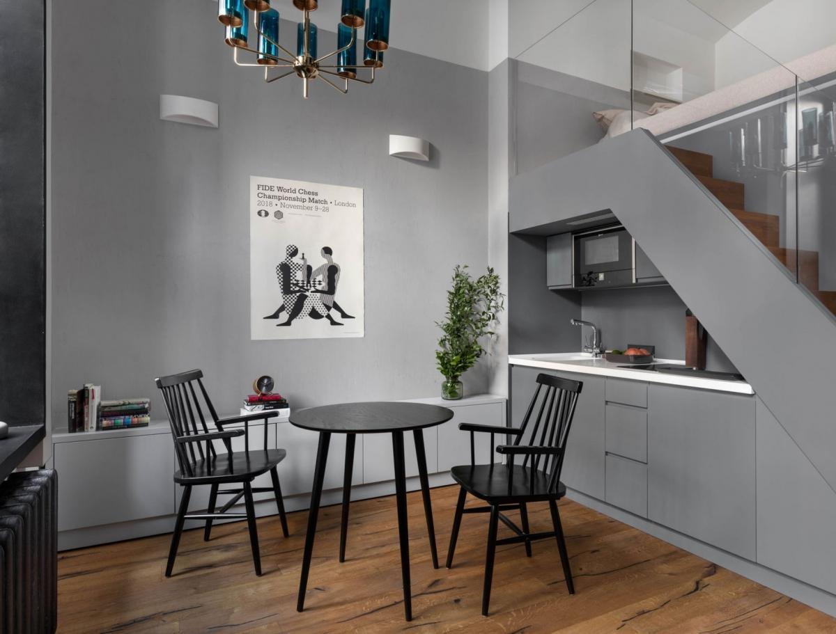 Современный дизайн кухни с тёмными оттенками