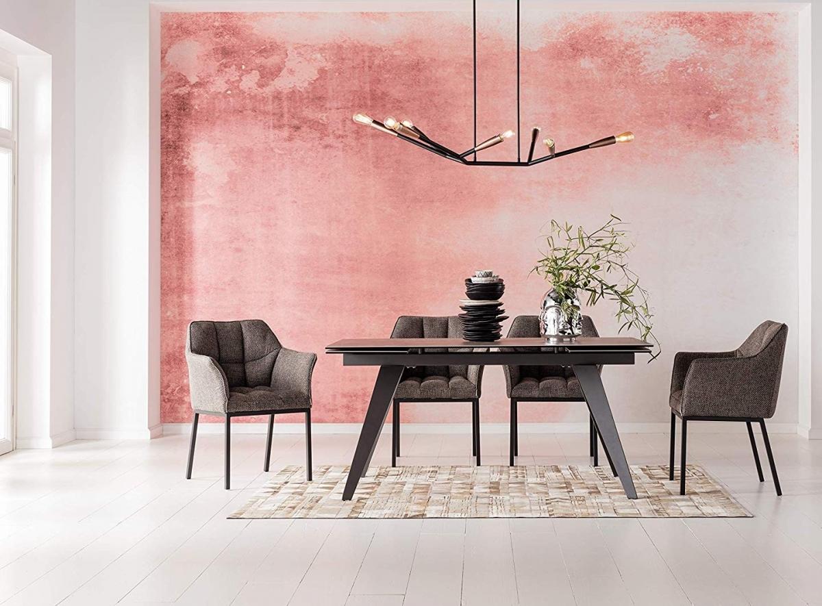 Элегантная строгость просторной столовой