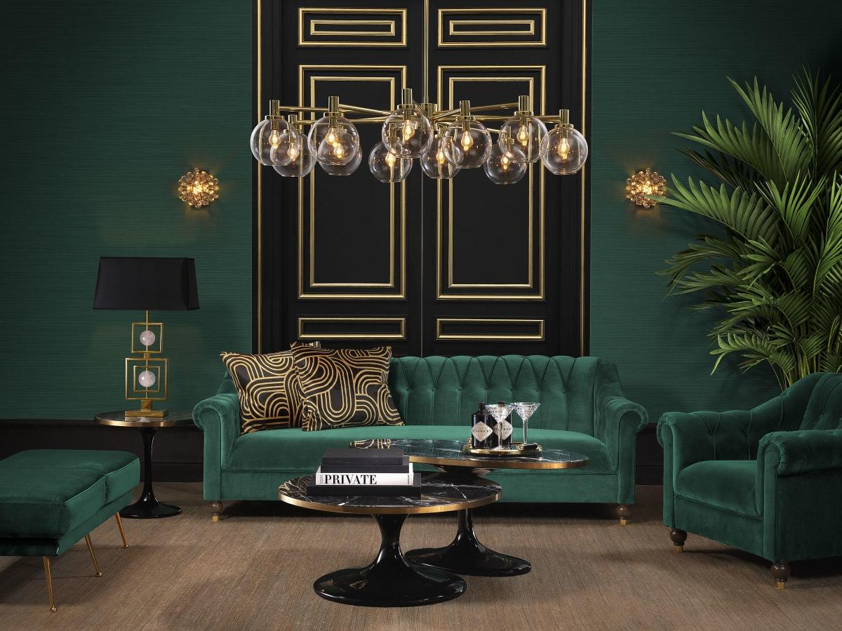 Гостиная в классическом стиле в зелёных тонах с золотыми элементами