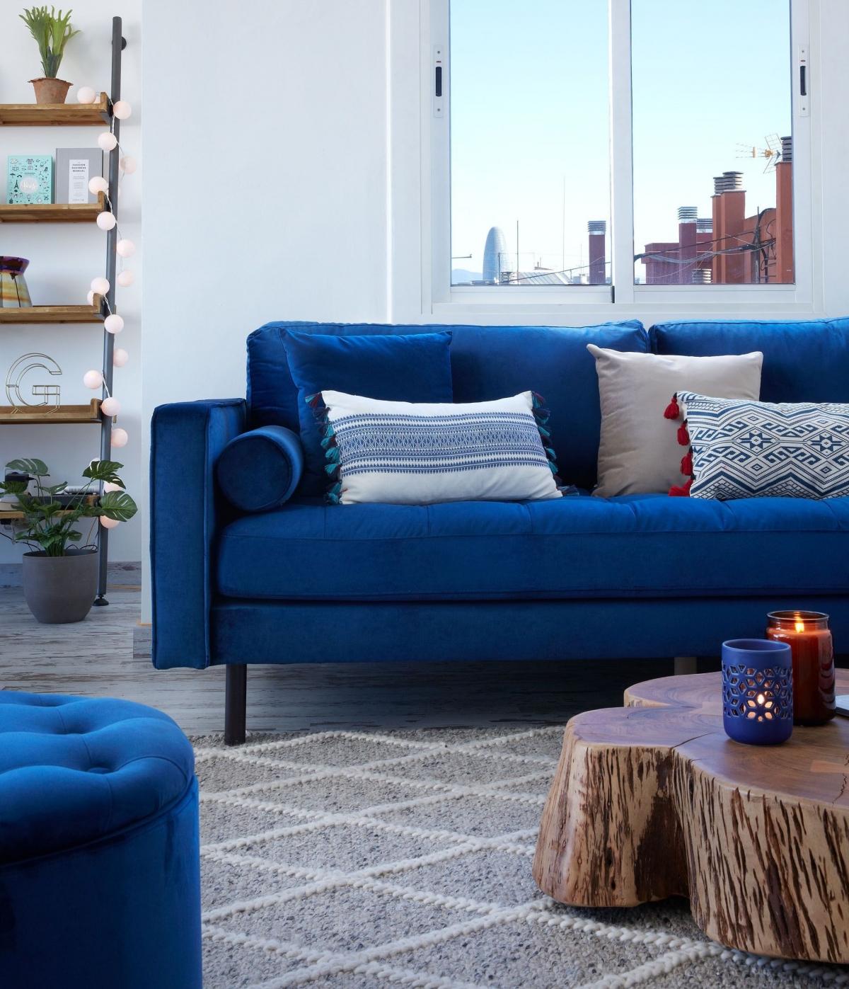 Энергичный и смелый дизайн гостиной для дома или офиса