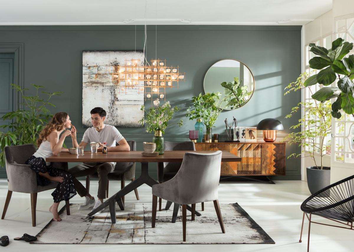 Интерьер просторной гостиной в футуристическом стиле