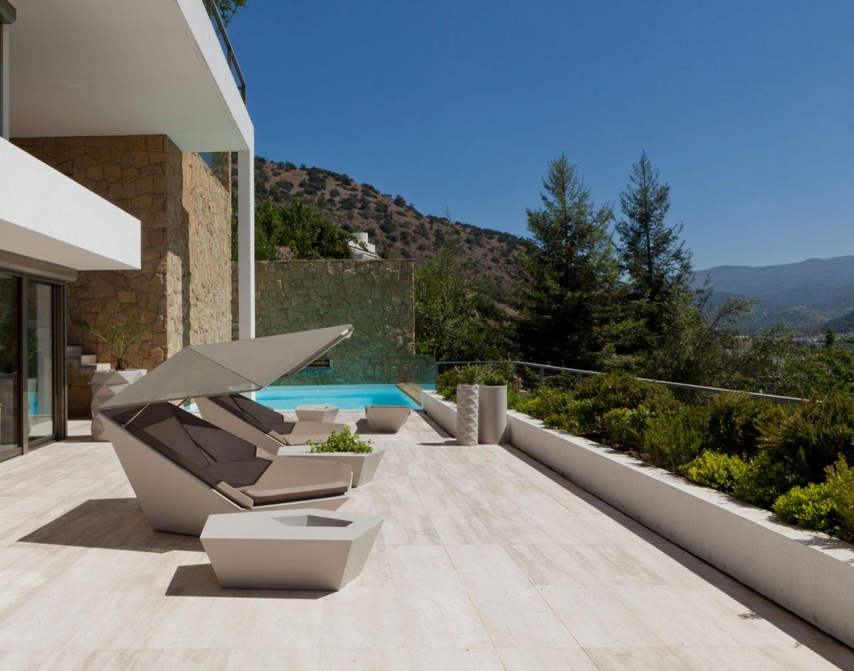 Шикарный и смелый дизайн мебели для летней террасы