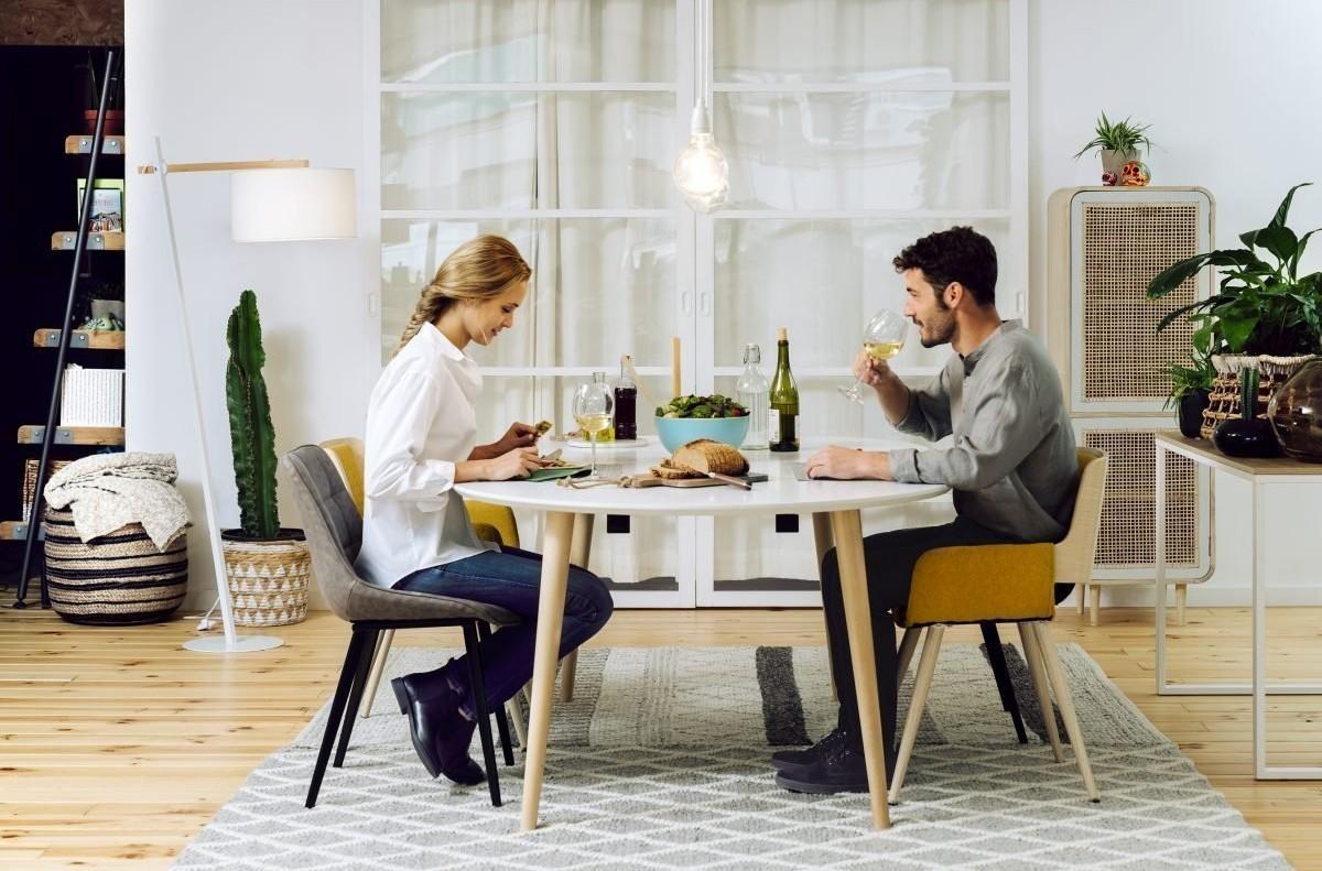 Молодежная столовая для счастливой пары