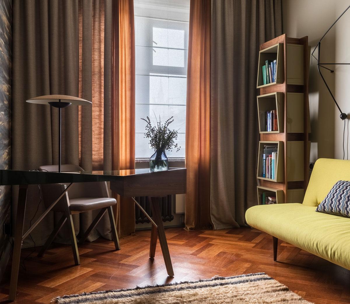 Ломаные линии мебели и контрастные детали - идеальный интерьер для рабочей зоны