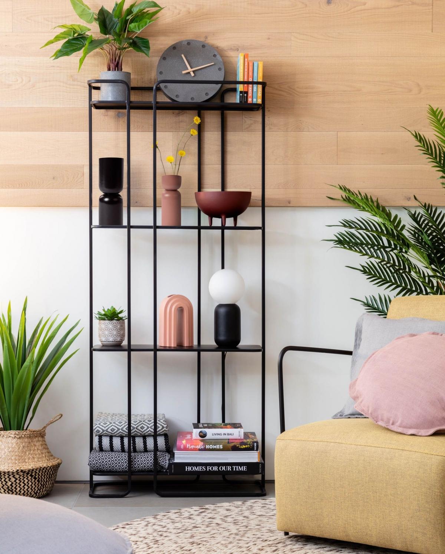 Свежий воздушный интерьер комнаты для спокойного и уютного отдыха