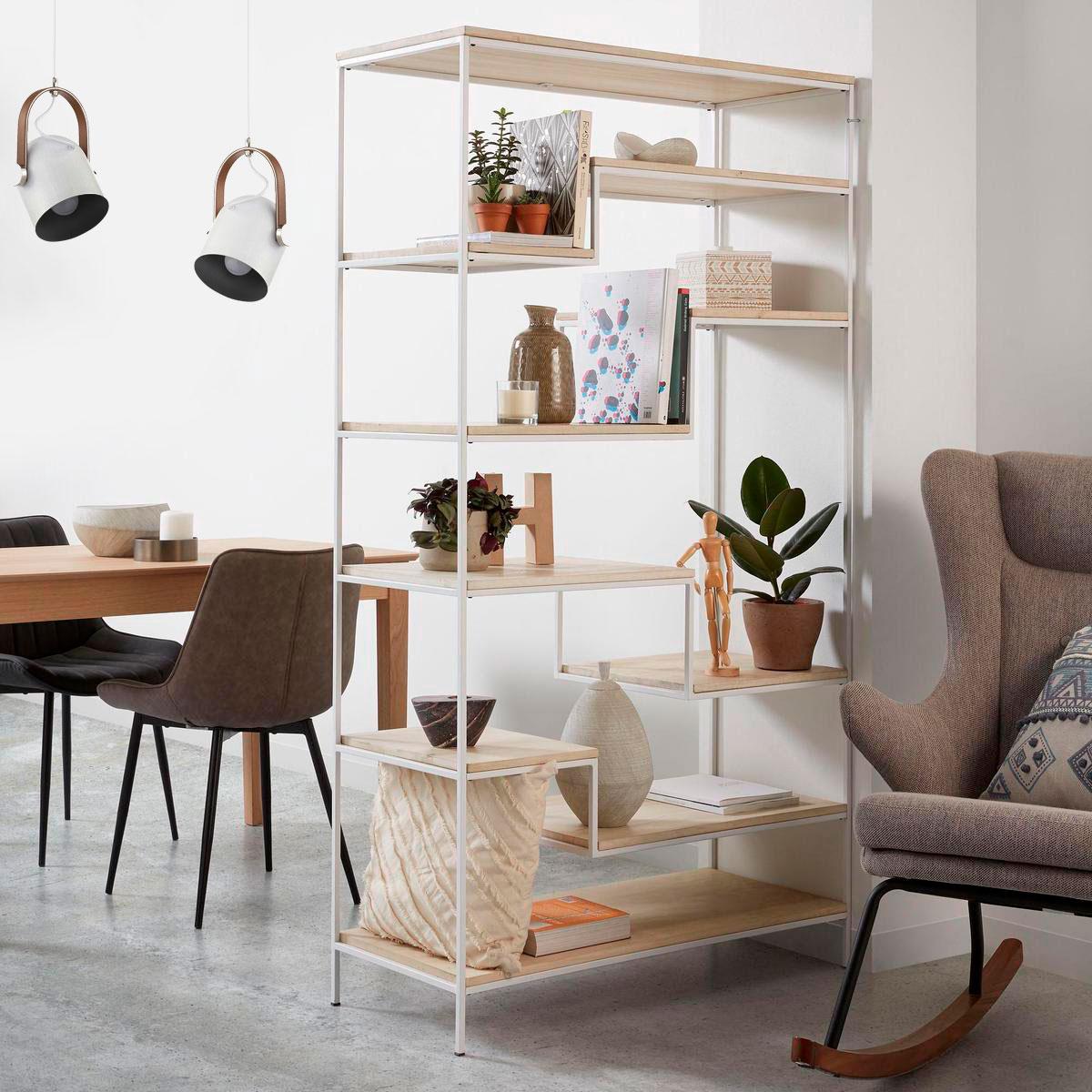 Эстетичное зонирование комфортной столовой