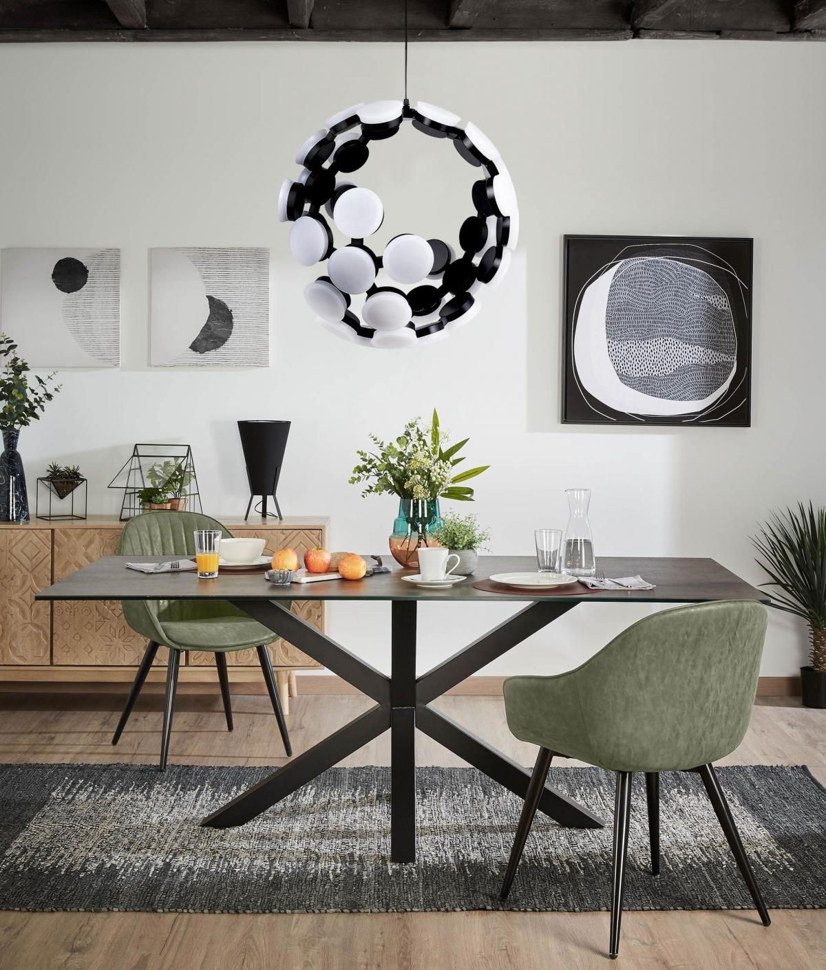 Дизайн столовой в чёрно белых оттенках