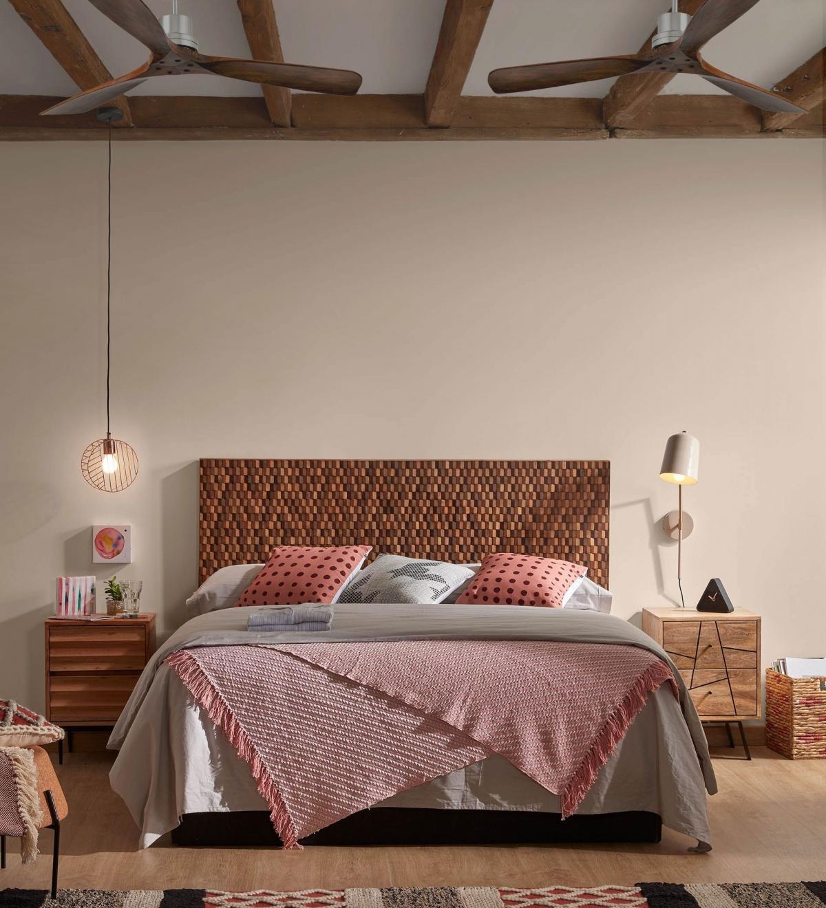 Тёплый и уютный интерьер спальни для ценителей умиротворенного отдыха дома