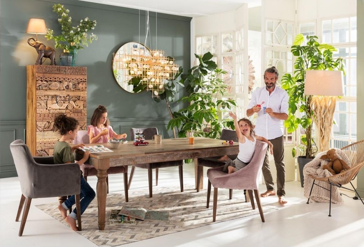 Пышная и комфортная гостиная для большой семьи