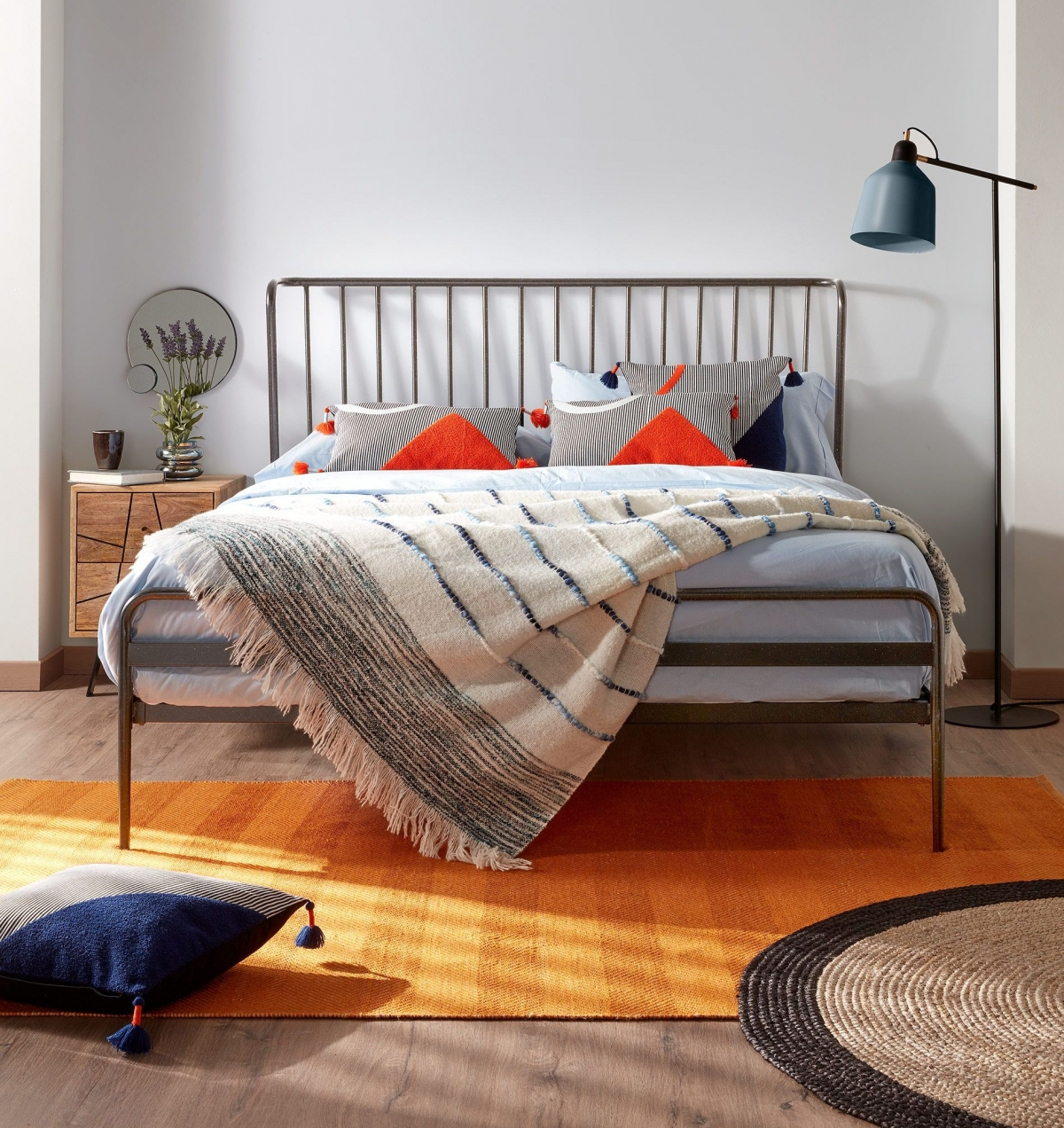 Дизайн кантри в уютной спальне для гармоничной пары
