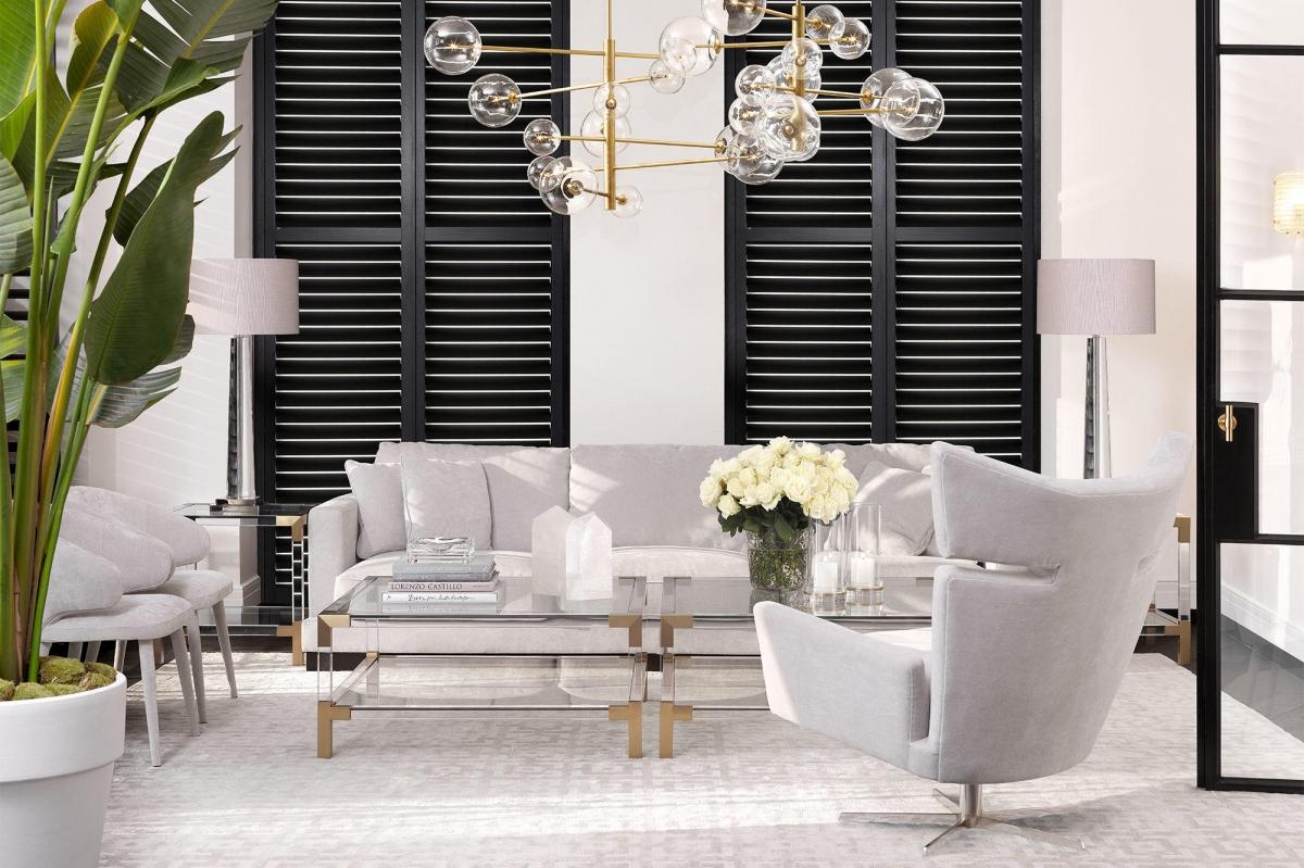 Благородный дизайн гостиной в светлых тонах