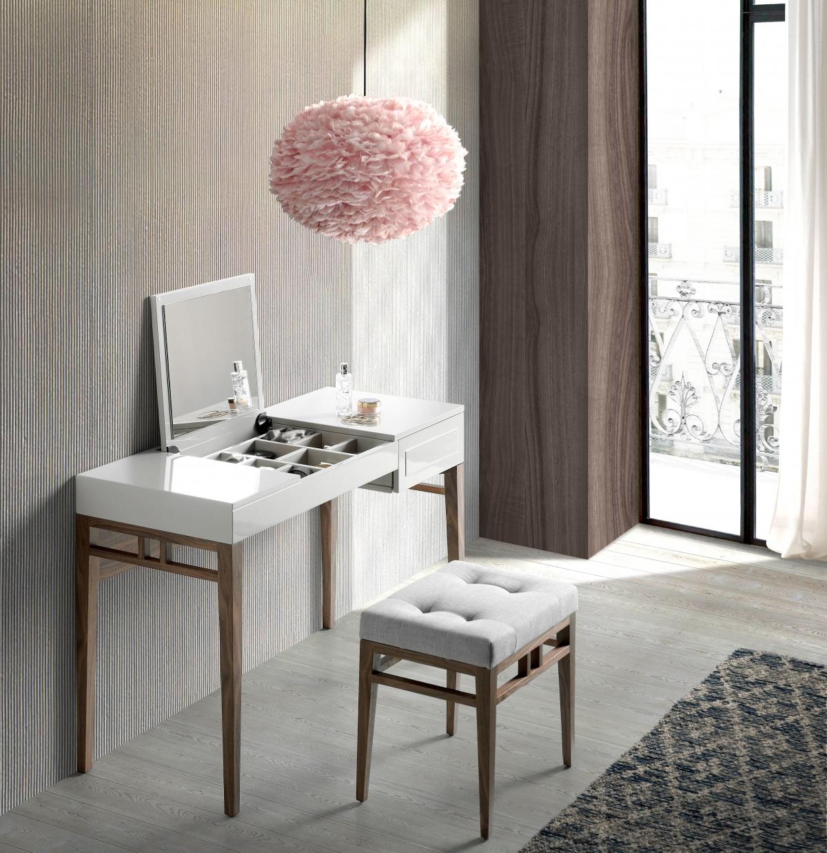 Дизайнерское оформление комнаты с туалетным столиком