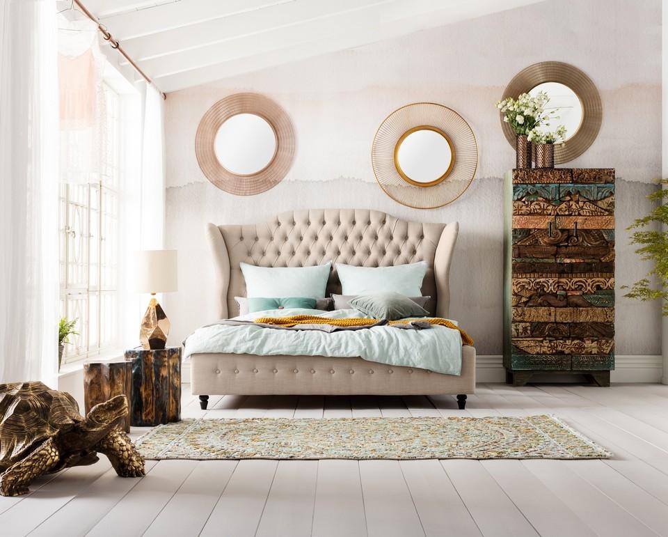 Интерьер светлой, роскошной спальни