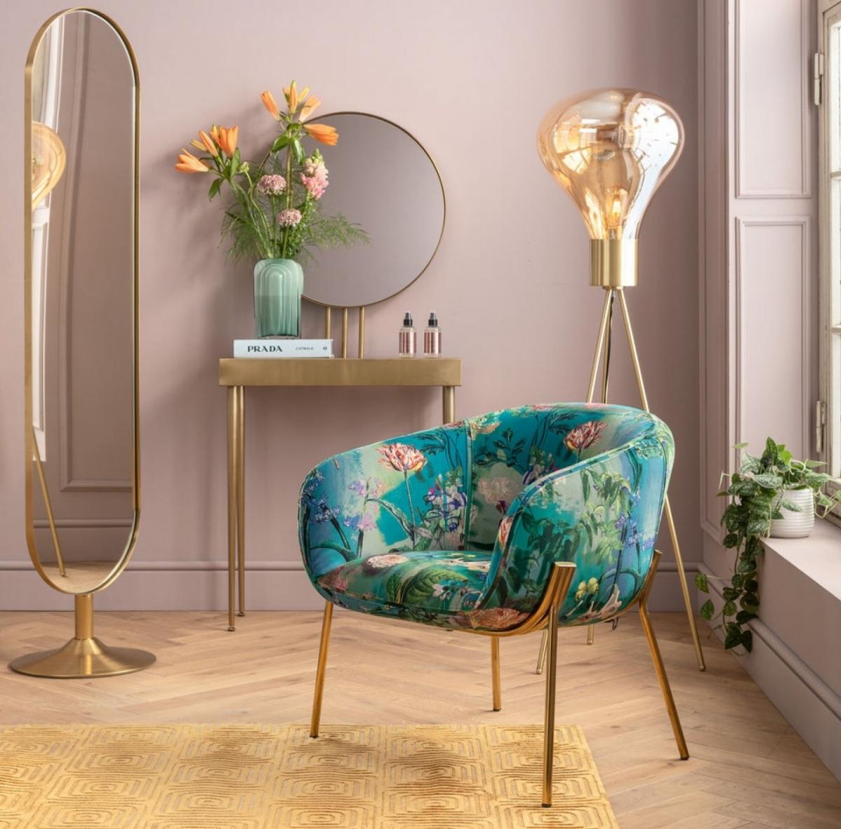 Эстетика и гламурное золото в дамской комнате