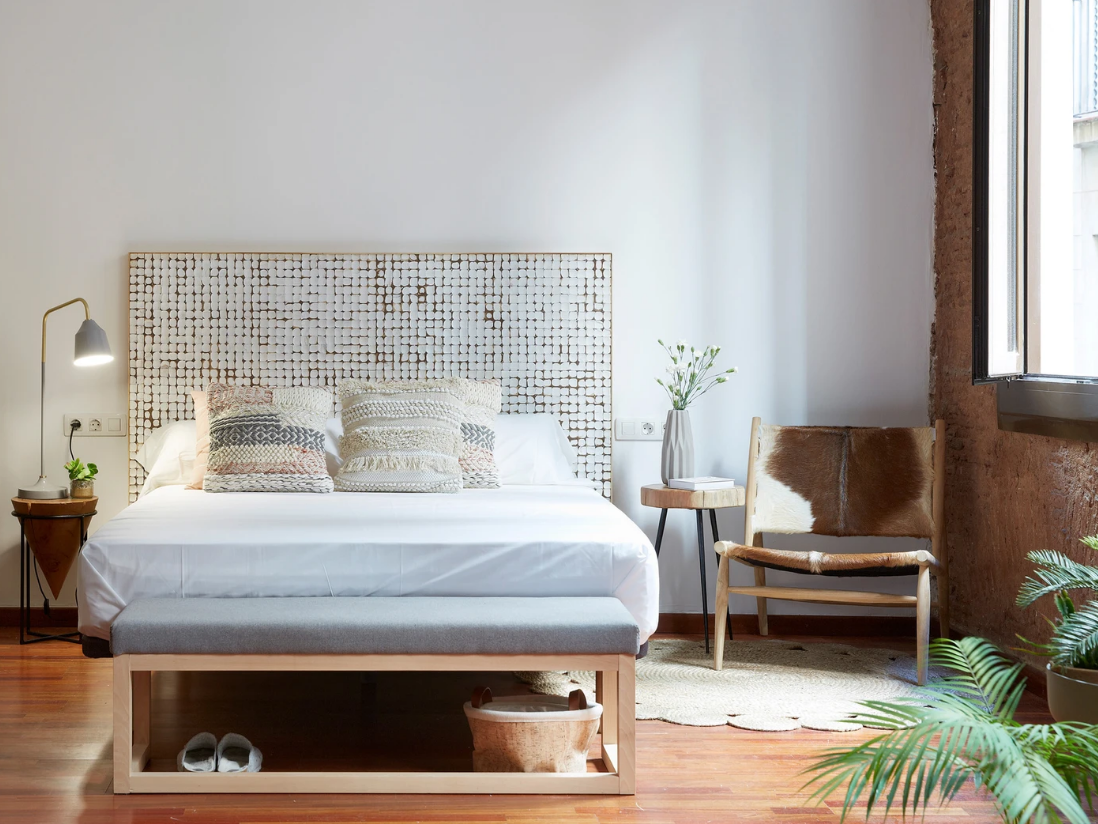 Кантри-стиль и единение с природой в милой спальне