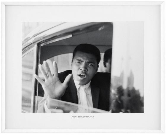 Постер Ali arrives in London 103X83 CM 1