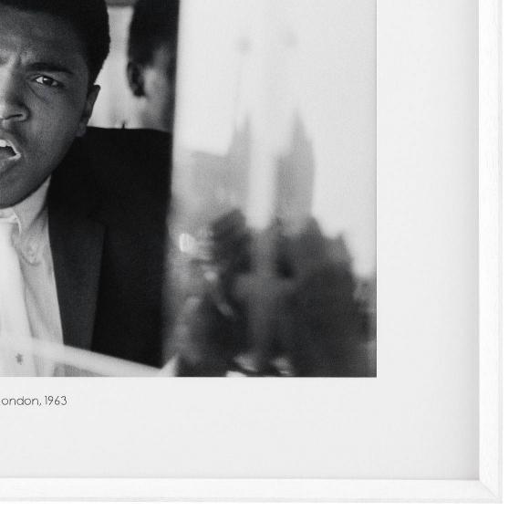 Постер Ali arrives in London 103X83 CM 2