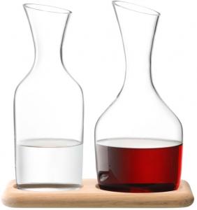 Набор из кувшинов для вина и воды на деревянной подставке
